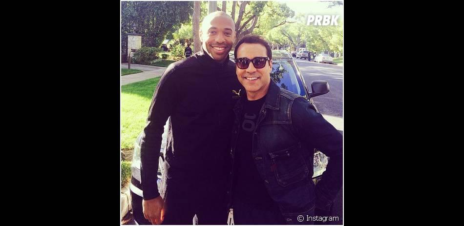 Thierry Henry et Jeremy Piven prennent la pose sur le tournage du film Entourage, le 1er avril 2014 à L.A