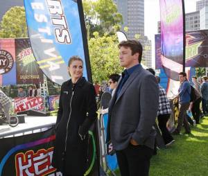 Castle saison 6, épisode 21 : Nathan Fillion et Stana Katic sur une photo