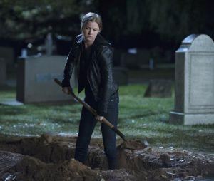 Revenge saison 3, épisode 22 : Emily VanCamp sur une photo du final