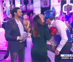 Eva Longoria : boxe et bisou avec Jean-Michel Maire dans Touche pas à mon poste, le 13 mai 2014