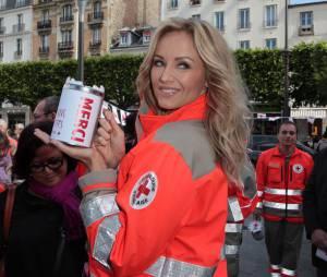 Adriana Karembeu, ambassadrice sexy de la Croix-Rouge française