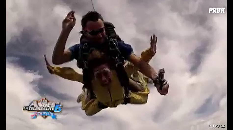 Les Anges 6 : Anaïs Camizuli pendant son saut en parachute