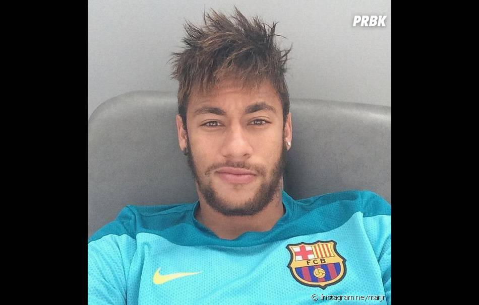 Neymar : blessé au dos, le joueur brésilien a été obligé de déclarer forfait du Mondial 2014