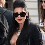 Ayem Nour : son décolleté et ses seins stars du défilé Versace