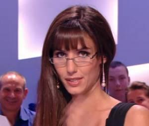 Doria Tillier sexy pour sa dernière météo dans Le Grand Journal de Canal + le 10 juillet 2014