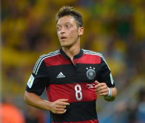 Mesut Özil est un footballeur très généreux qui a décidé de financer les soins médicaux de 23 enfants malades au Brésil.