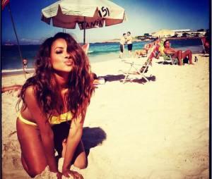 Kat Graham pose sexy sur la plage sur Instagram en juin 2014