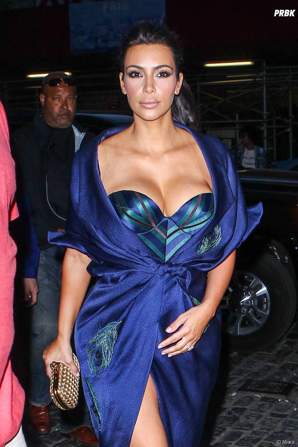 Kim Kardashian sort ses seins pour un dîner en famille, en juin 2014 à NY
