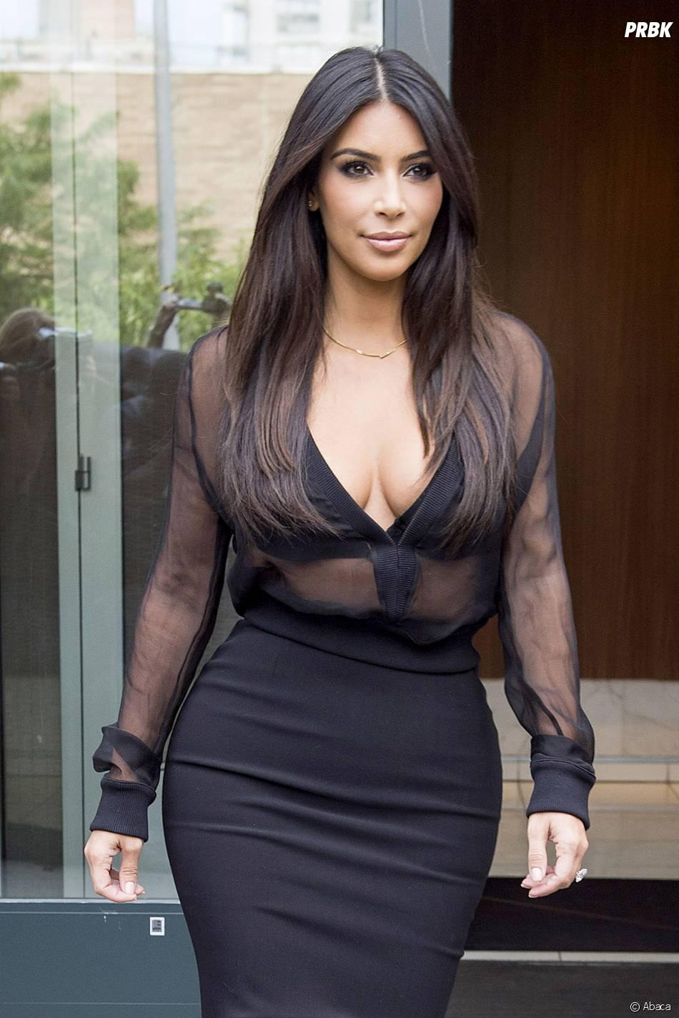 Kim Kardashian décolletée et transparente, le 11 août 2014 à NY