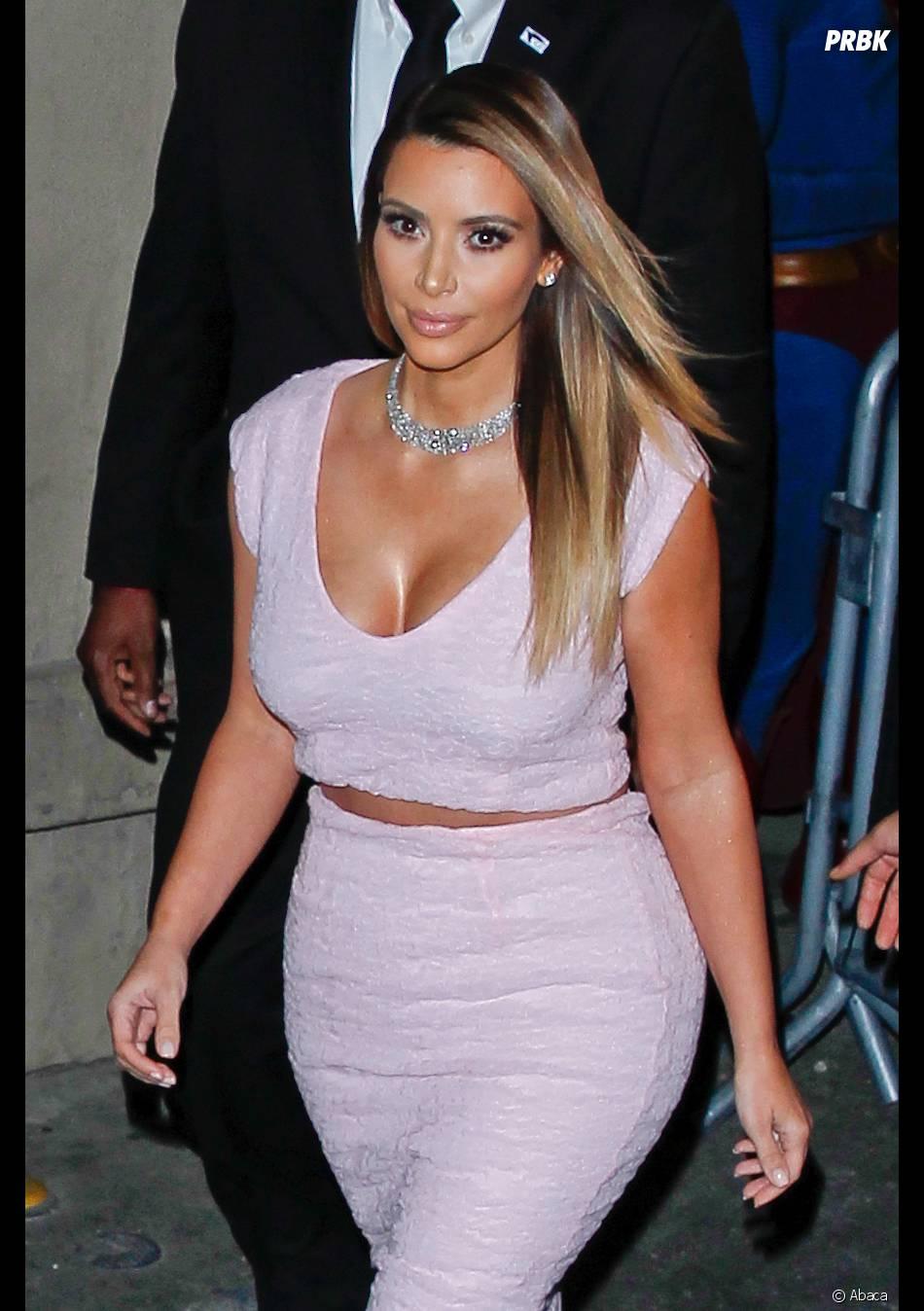Kim Kardashian blonde et décolletée, le 23 janvier 2014 à LA