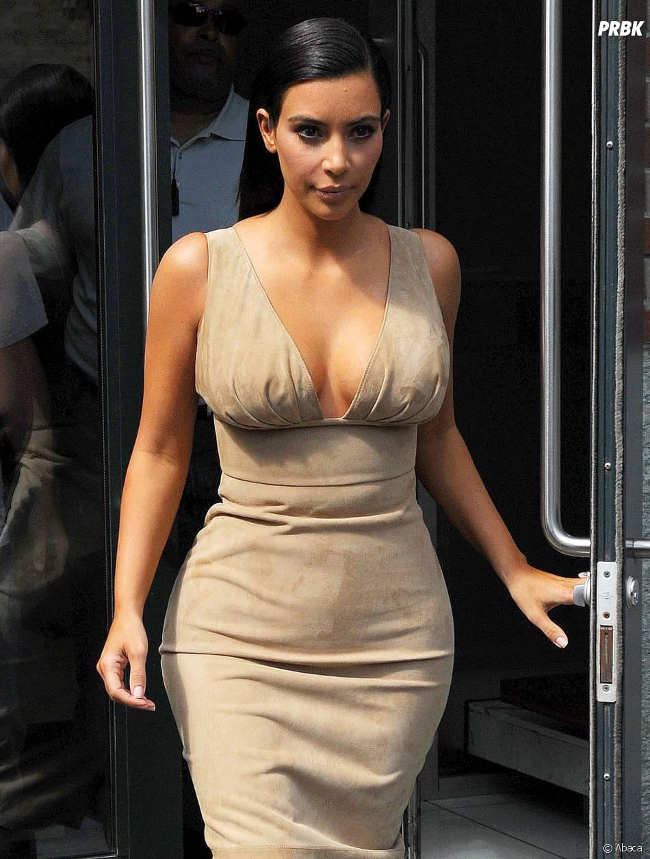 Kim Kardashian très décolletée à NY, le 26 juin 2014