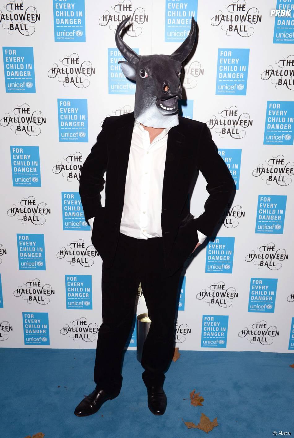 Hugh Grant et son masque de taureau pour Halloween 2014