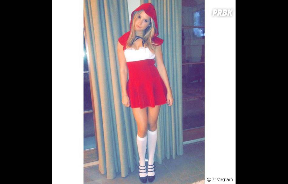 Ashley Tisdale sublime en chaperon rouge pour Halloween 2014