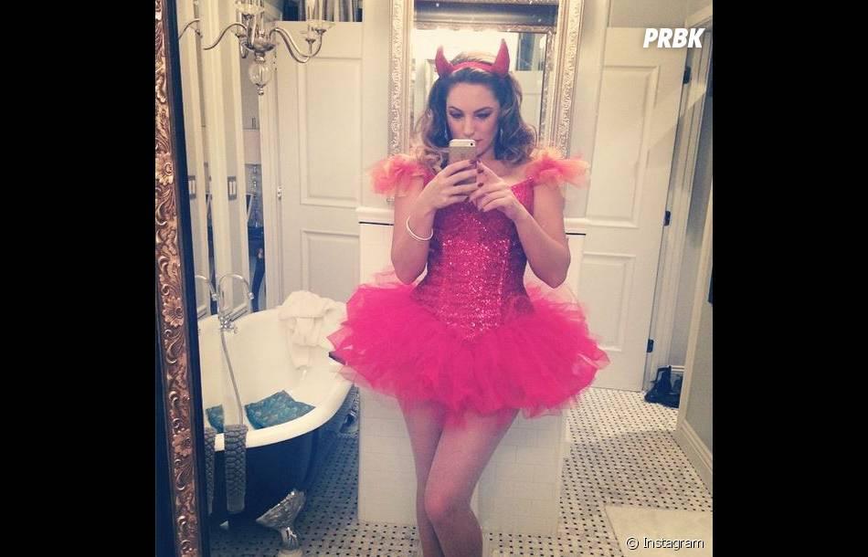 Kelly Brook et sa tenue hot pour Halloween 2014