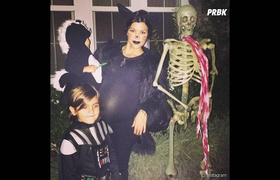 Kourtney Kardashian très enceinte et déguisée en chatte à Halloween 2014