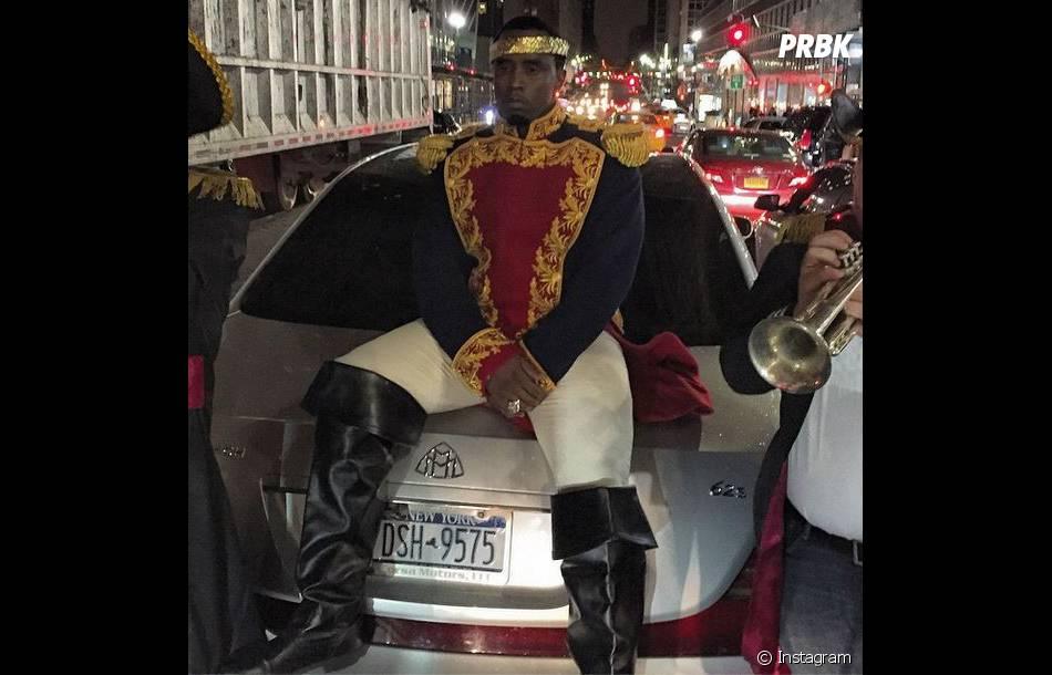 P. Diddy : pas de sourire mais un beau costume pour Halloween 2014