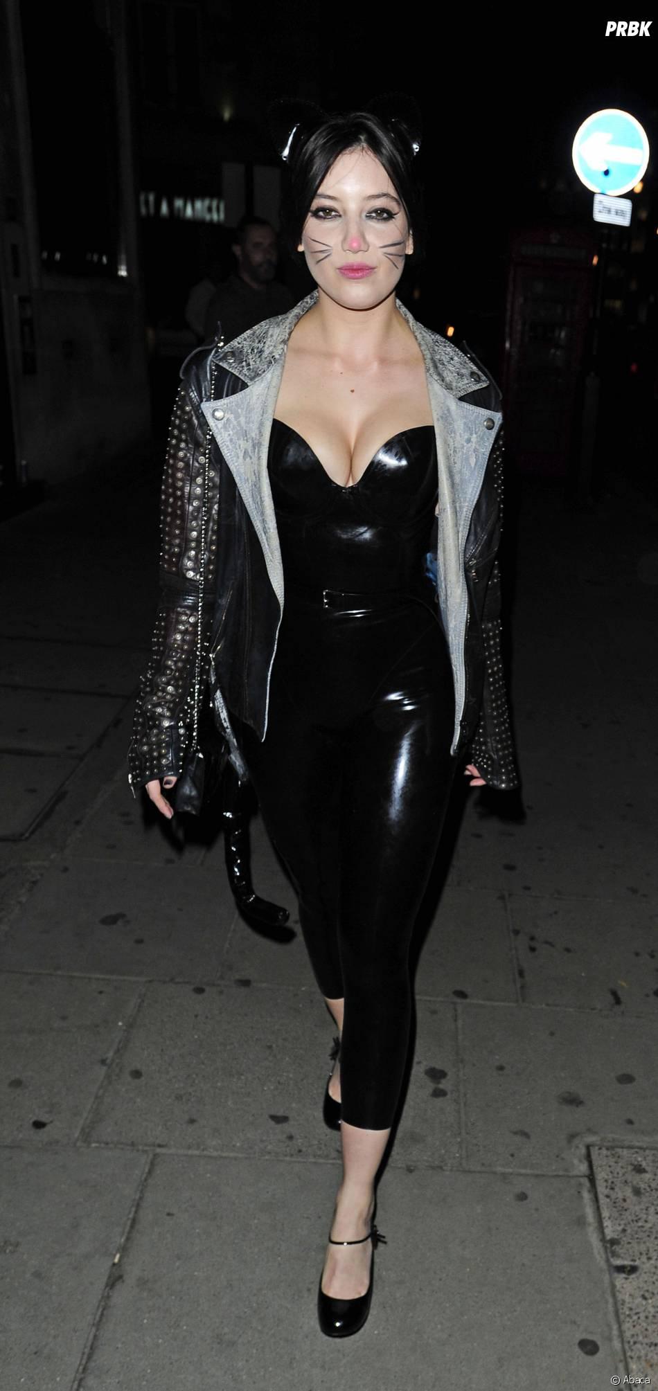 Daisy Lowe en Catwoman hot pour Halloween 2014