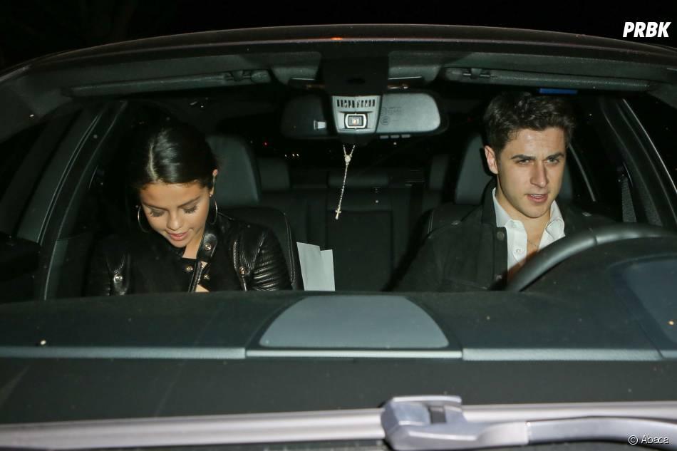 Selena Gomez en voiture avec David Henrie (Les Sorciers de Waverly Place), à Los Angeles, le 15 novembre 2014