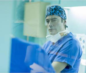 Interventions : Anthony Delon en médecin pour TF1