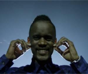 """Black M - Je garde le sourire, le clip officiel extrait de la réédition """"Le Monde plus gros que mes yeux"""""""
