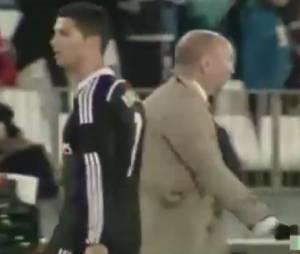 Cristiano Ronaldo : son garde du corps s'incruste sur le terrain, le 12 décembre 2014