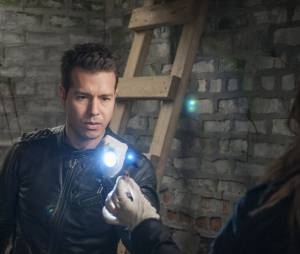 Chicago Police Department saison 1 : Jon Seda sur une photo