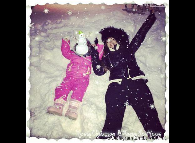 Emilie Nef Naf et sa fille Maëlla s'amusent en Suisse, en janvier 2015