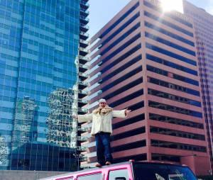 Michaël Youn bling-bling pour le clip de Fatal Bazook à Los Angeles en février 2015