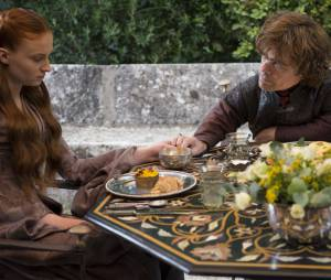 Game of Thrones saison 4 : Sansa (Sophie Turner) et Tyrion (Peter Dinklage) sur une photo