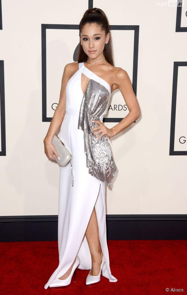 Ariana Grande sexy sur le tapis rouge des Grammy Awards 2015
