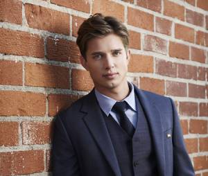 Drew Van Acker sur une photo de Pretty Little Liars