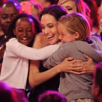 Angelina Jolie adorable avec ses filles, les Beckham... : les photos des Kids Choice Awards 2015