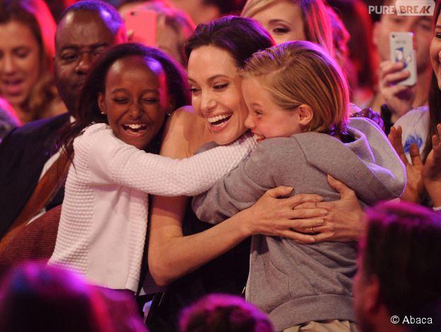 Angelina Jolie avec ses filles Zahara et Shiloh aux Kids Choice Awards 2015, le 28 mars 2015 à Los Angeles