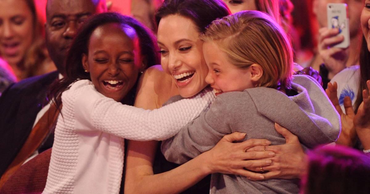 angelina jolie adorable avec ses filles les beckham les photos des kids choice awards 2015. Black Bedroom Furniture Sets. Home Design Ideas