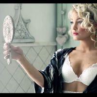 Aurélie Dotremont sexy en lingerie dans le making of de son shooting pour Blooshop