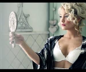 Aurélie Dotremont super sexy dans la vidéo making-of de son shooting pour Blooshop
