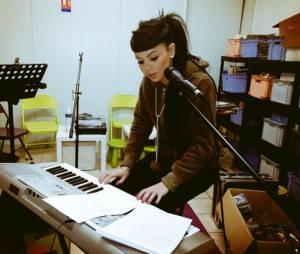 Niia Hall devient chanteuse