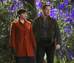 Once Upon a Time saison 4, épisode 18 : Ginnifer Goodwin et Josh Dallas sur une photo