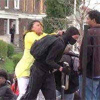Baltimore : un garçon humilié par sa mère après avoir participé aux émeutes !