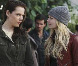Once Upon a Time saison 4, épisode 20 : Emma et Lily sur une photo