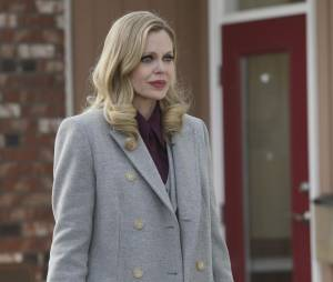 Once Upon a Time saison 4, épisode 20 : Maléfique (Kristin Bauer Van Straten) sur une photo