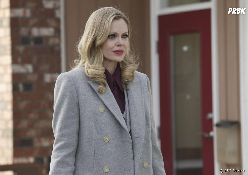 Once Upon a Time saison 4, épisode 20 : Maléfique (Kristin Bauer Van Straten) sur une photo