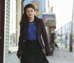 Once Upon a Time saison 4, épisode 20 : Emilie de Ravin (Belle) sur une photo