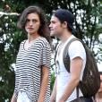 Paul Wesley et Phoebe Tonkin en balade à Rio de Janeiro le 1er mai 2015