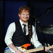 Ed Sheeran au bord des larmes lors d'une demande en mariage de fans sur scène