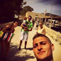 "Marco Verratti : pause à Ibiza avec son fils, sa copine... et la ""nounou"" Sirigu"
