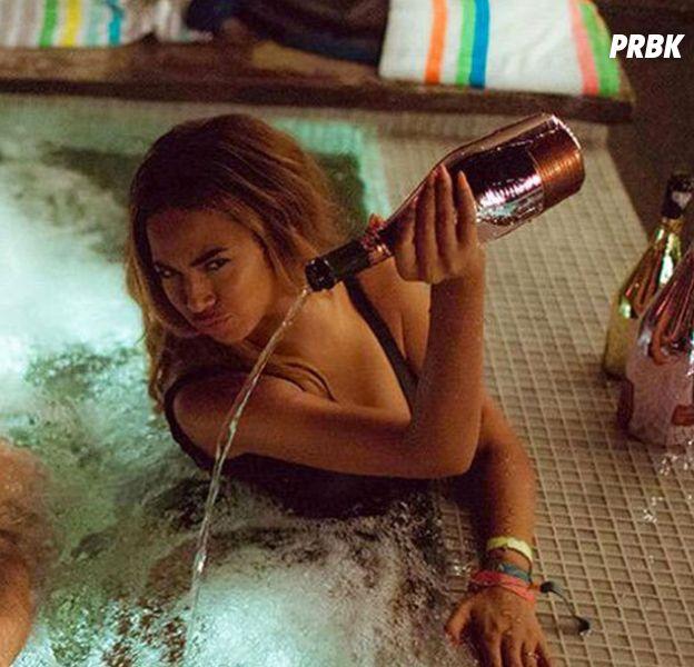 Beyoncé vide une bouteille de champagne à 20 000 dollars dans le clip de Feeling Myself
