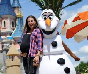Camille Cottin et son baby bump au lancement de la Fete Givree à Disneyland Paris, le 30 mai 2015