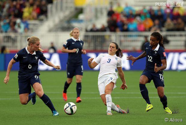 L\u0027équipe de France féminine de football face à l\u0027Angleterre, le 9