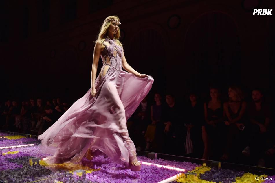 Karlie Kloss au défilé haute-couture Atelier Versace à Paris, 5 juillet 2015